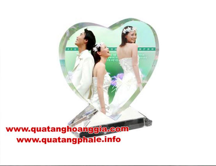 Pha lê hình trái tim in ảnh quà tặng ý nghĩa và sang trong, in ảnh lên pha lê lấy ngay chất lượng cao