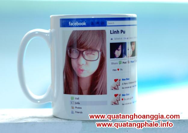Dịch vụ in cốc facebook cá nhân chất lượng cao uy tín lấy ngay tại hà nội chỉ có tại Quà Tặng Hoàng Gia. in ảnh facebook lên cốc, cốc facebook cá nhân