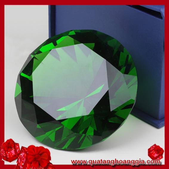 Viên kim cương pha lê màu xanh lục