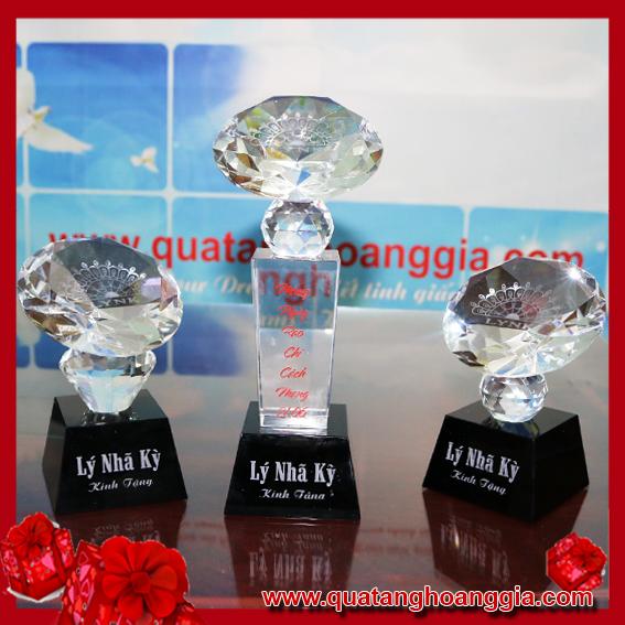 Cúp Pha Lê 40 - Cúp kim cương D10