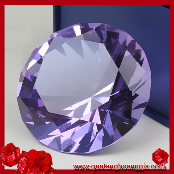 Kim cương pha lê màu tím nhạt